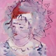 weibliche Büste mit großer Haube, Hintergrund rosapink