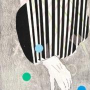 Hand im Glacéhandschuh mit schwarz weiß gestreifter Manschette