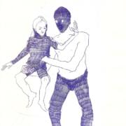 Mann mit blauer Maske trägt Mädchen auf dem Arm